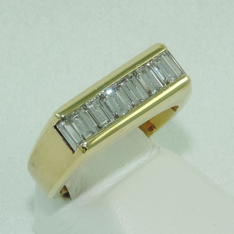 Baguette Diamond band in 18k YG
